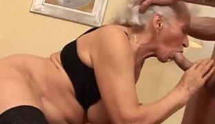 Beim alte sex frau Omasex Pornos